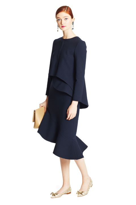 Sleeve, Collar, Shoulder, Human leg, Joint, Standing, Style, Knee, Fashion, Neck,