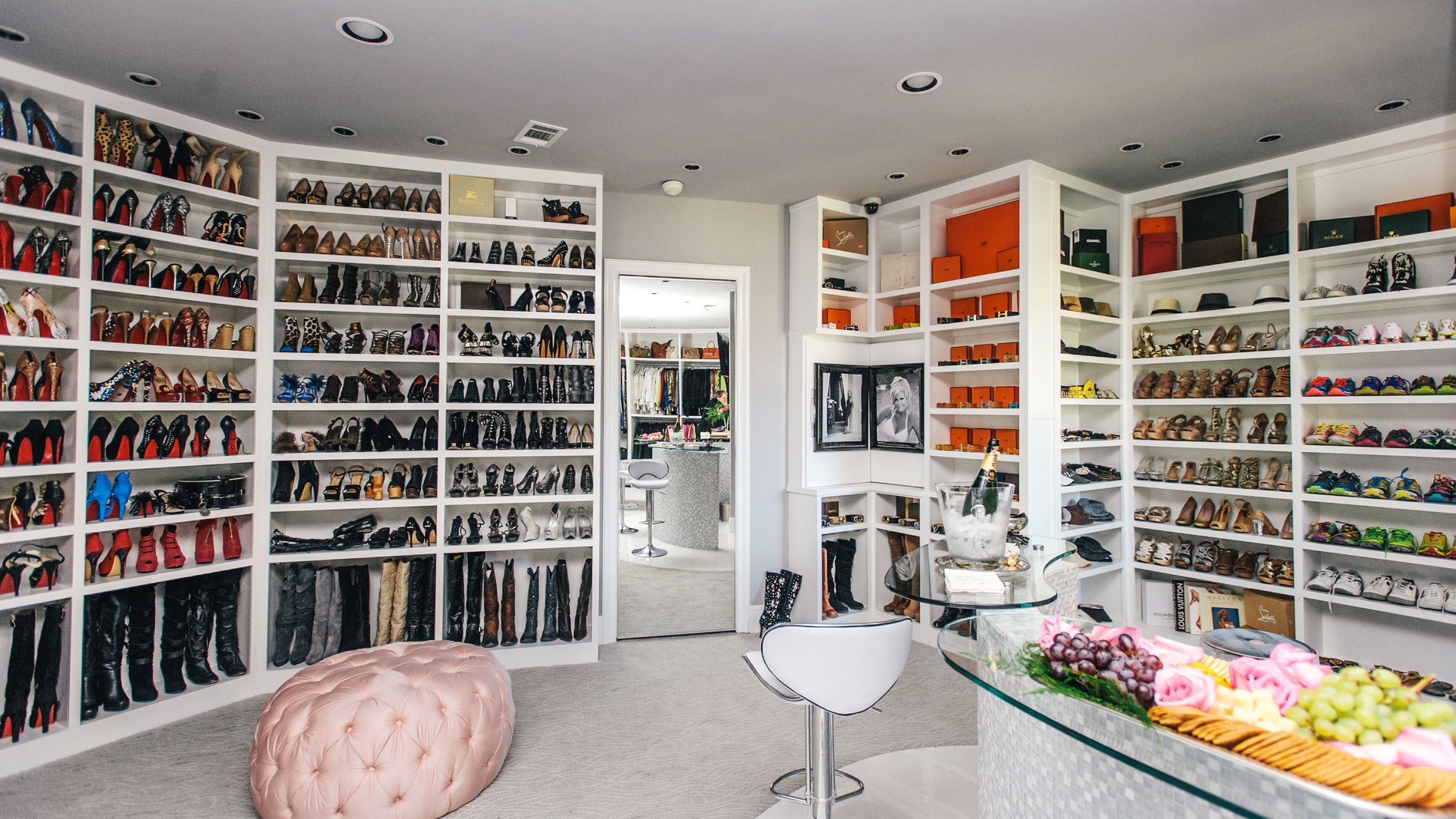 The Biggest Wardrobe Closet In World