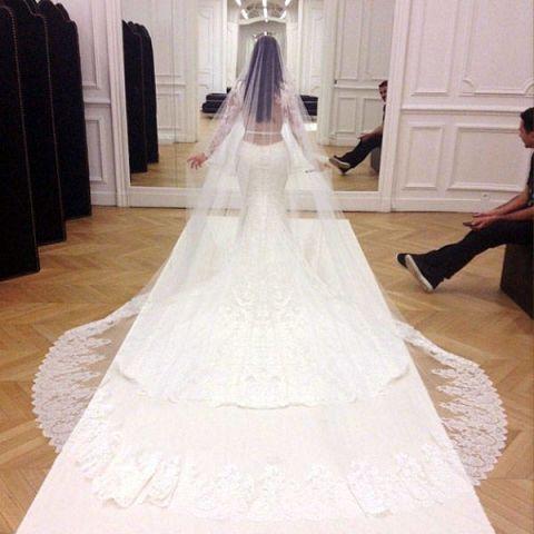 Floor, Flooring, Bridal clothing, Dress, Textile, Photograph, Gown, Wedding dress, Formal wear, Bride,