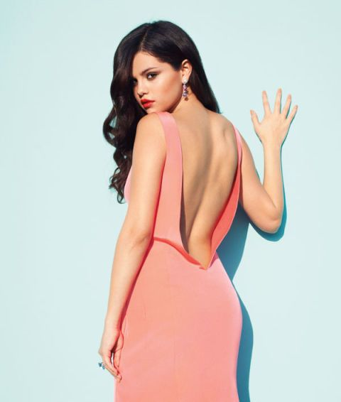 Finger, Lip, Hairstyle, Skin, Shoulder, Joint, Dress, Elbow, Style, Waist,