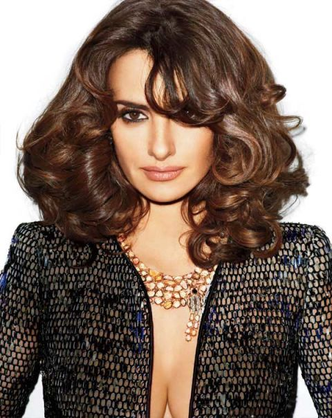 Clothing, Lip, Brown, Hairstyle, Chin, Forehead, Style, Collar, Formal wear, Step cutting,