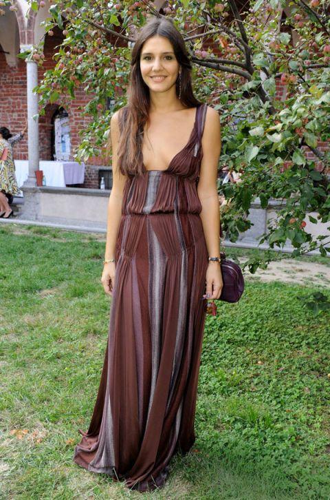 Brown, Shoulder, Textile, Dress, Formal wear, Gown, Long hair, Jewellery, Maroon, Day dress,
