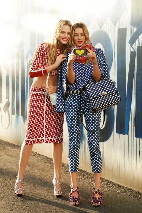 Style, Pattern, Bag, Street fashion, Fashion accessory, Sandal, Calf, Day dress, One-piece garment, Plaid,