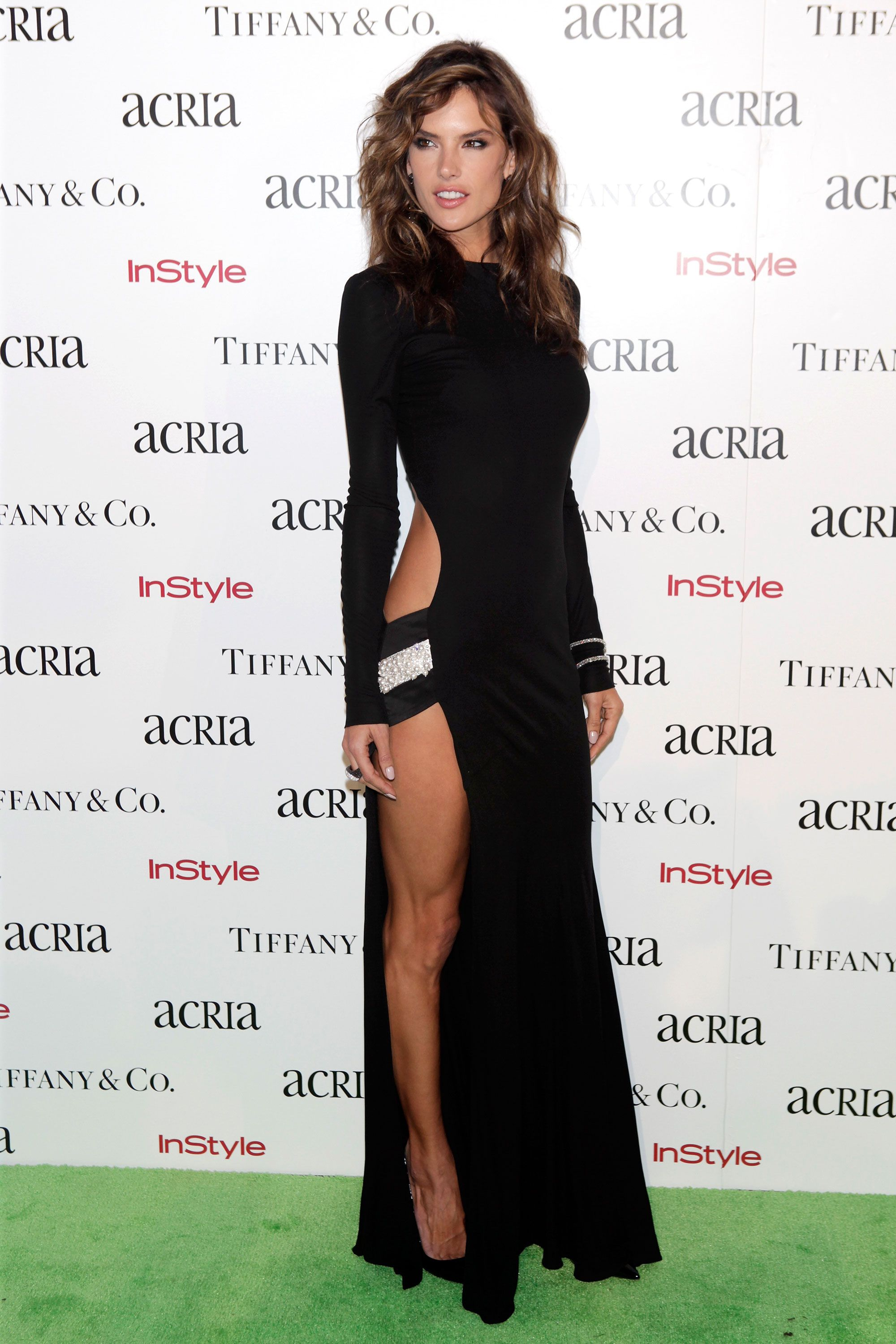 19d9c7748 Celebrity Red Carpet Poses with High Slit - The Best Celebrity Thigh ...