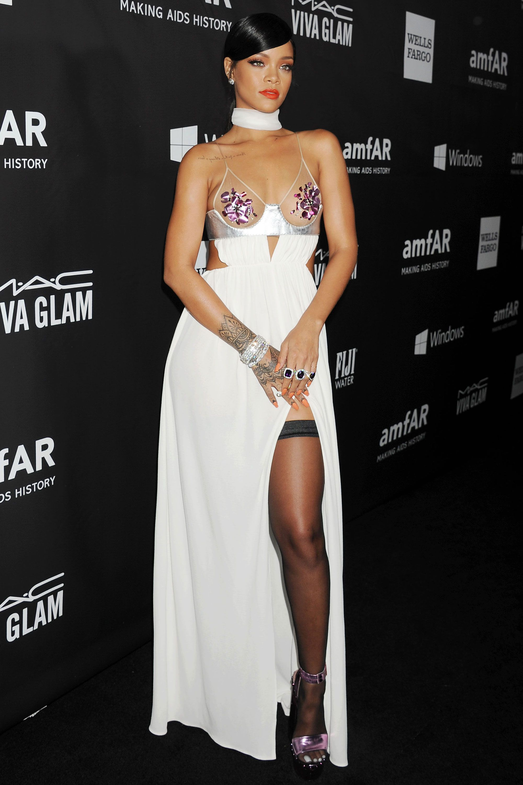 fc86a5c4c Celebrity Red Carpet Poses with High Slit - The Best Celebrity Thigh-High  Slit Poses
