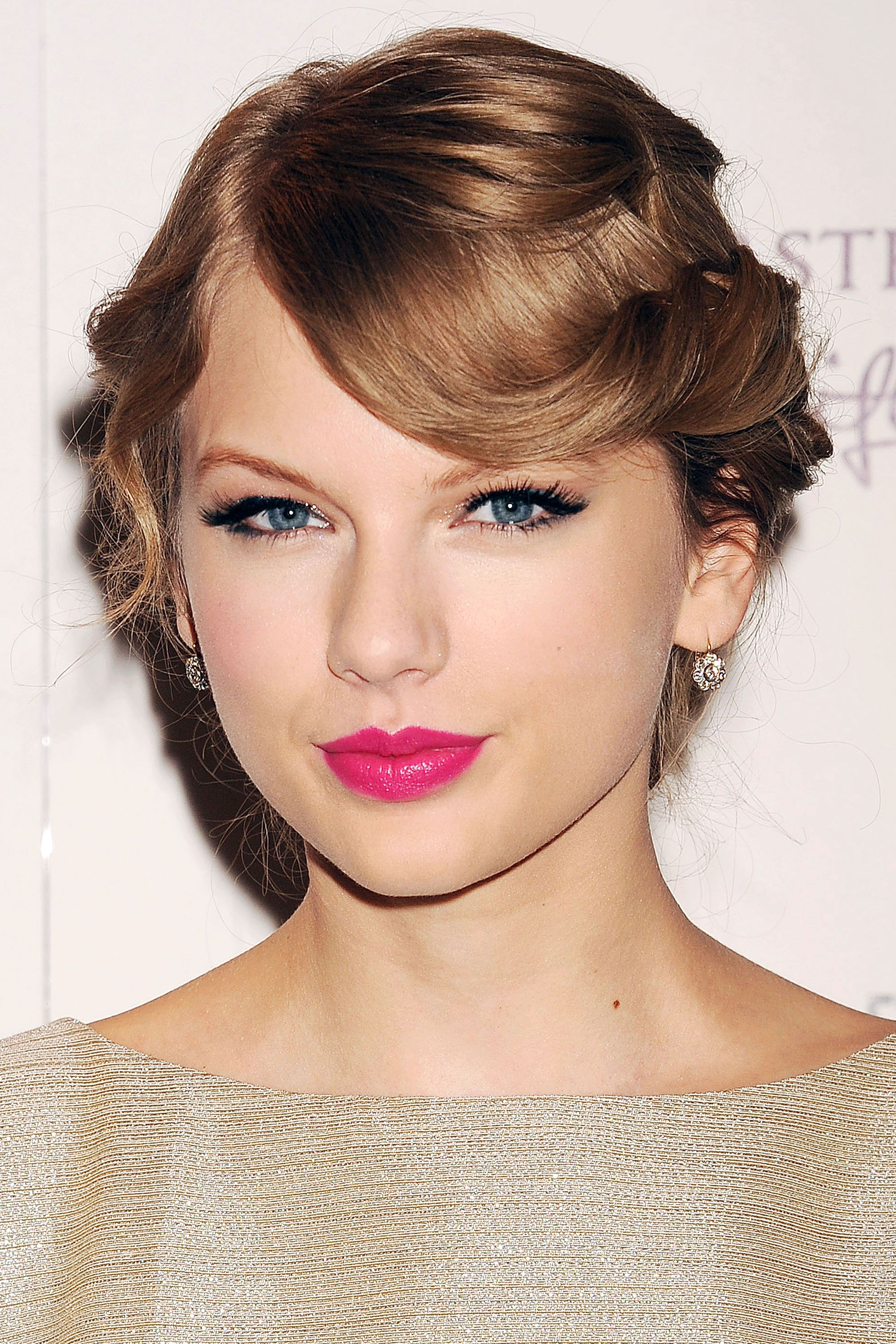 Taylor Swift Hairstyles Taylor Swift S Curly Straight