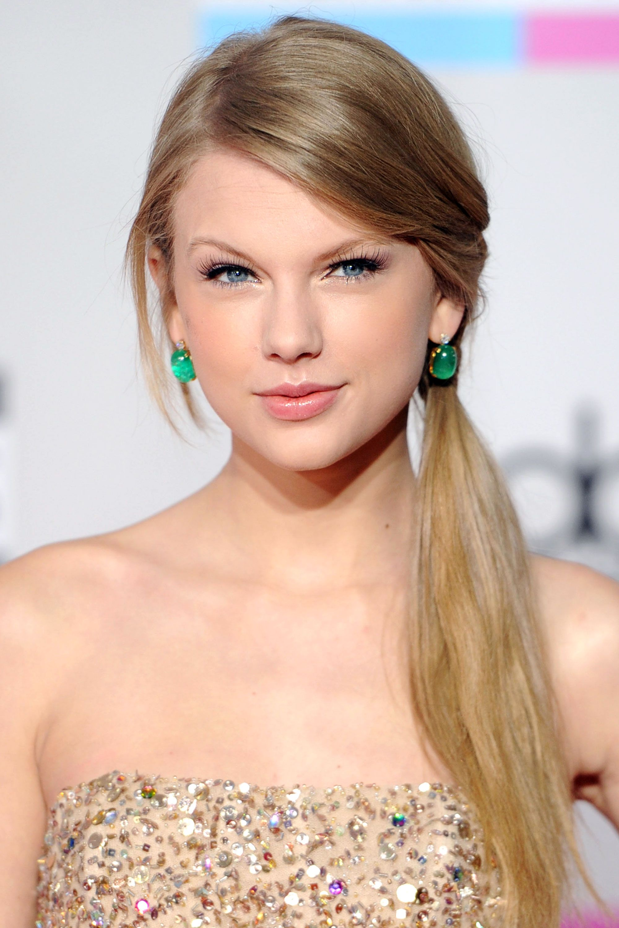 Taylor swift hairstyles taylor swifts curly straight short taylor swift hairstyles taylor swifts curly straight short long hair urmus Images