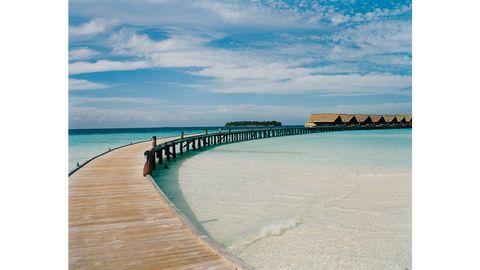 Body of water, Coastal and oceanic landforms, Fluid, Coast, Shore, Horizon, Landscape, Aqua, Ocean, Turquoise,