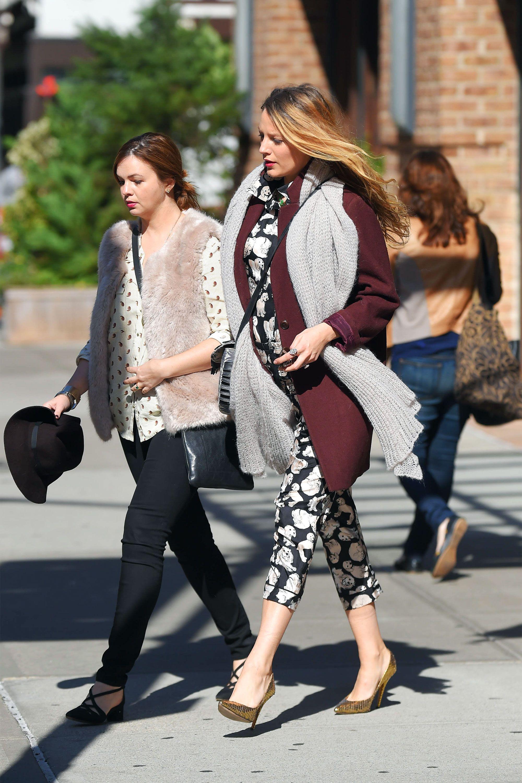 14d43e8bcf Blake Lively Pregnancy Style - Blake Lively Fashion