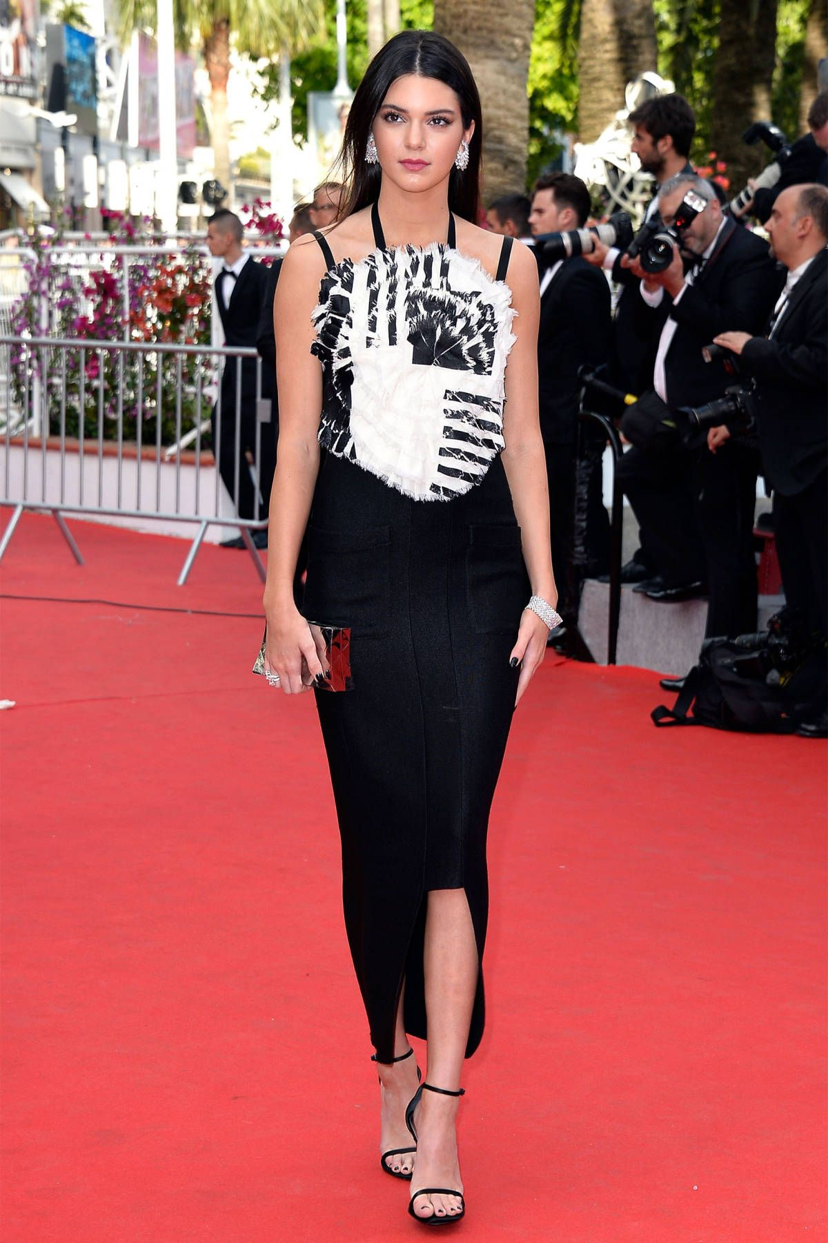 cbab9bbd9a2 Kendall Jenner Red Carpet Style - Kim Kardashian s Sister Kendall Jenner  Style