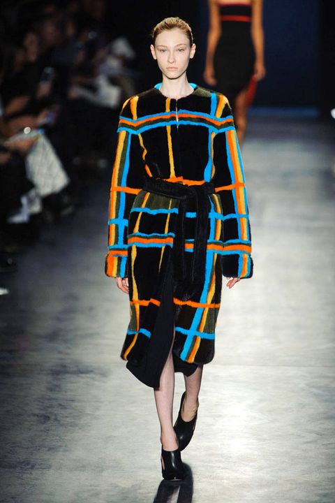 Sleeve, Fashion show, Joint, Runway, Style, Fashion model, Fashion, Street fashion, Costume design, Electric blue,