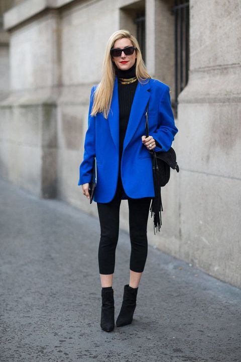 Clothing, Outerwear, Coat, Collar, Style, Street fashion, Fashion model, Sunglasses, Knee, Fashion accessory,