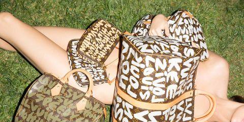 People in nature, Summer, Pattern, Nail, Bag, Shoulder bag, Thumb, Baggage, Foot, Toe,