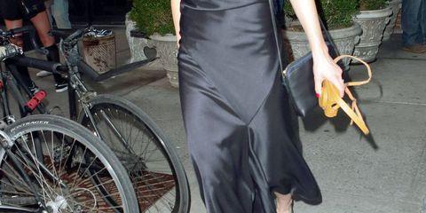 Bicycle tire, Bicycle wheel rim, Bicycle wheel, Bicycle frame, Bicycle, Dress, Bicycle part, Bicycle handlebar, Bicycle fork, Bag,