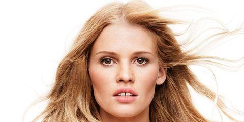 Lip, Mouth, Hairstyle, Skin, Shoulder, Eyebrow, Eyelash, Beauty, Jaw, Fashion model,