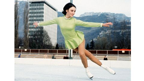 Ice skate, Sleeve, Human leg, Photograph, Standing, Leisure, Dress, Knee, Beauty, Fashion,