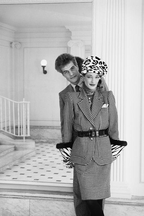 Standing, White, Monochrome, Monochrome photography, Style, Pattern, Black-and-white, Dress, Vintage clothing, Street fashion,
