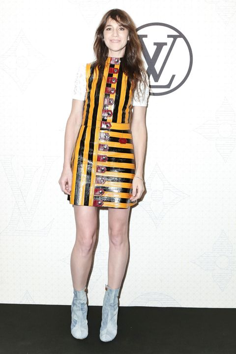 Sleeve, Dress, Shoulder, Human leg, Joint, One-piece garment, Style, Knee, Street fashion, Day dress,