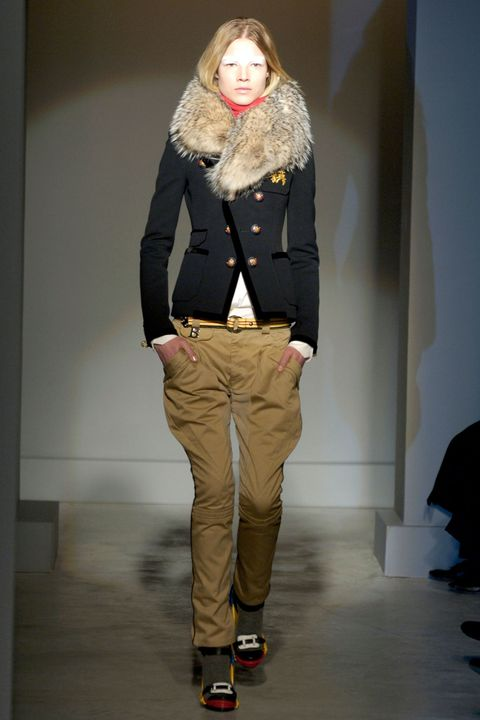 Sleeve, Shoulder, Textile, Khaki, Joint, Outerwear, Standing, Style, Fashion, Knee,