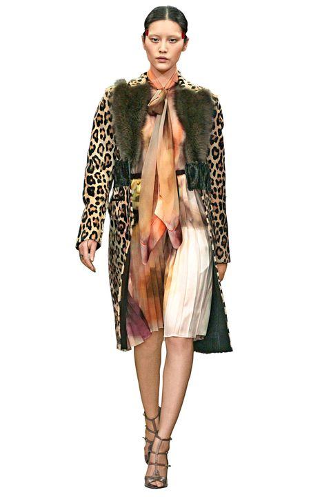 Clothing, Shoulder, Textile, Style, Wrap, Fashion model, Fashion, Street fashion, Knee, Fashion show,