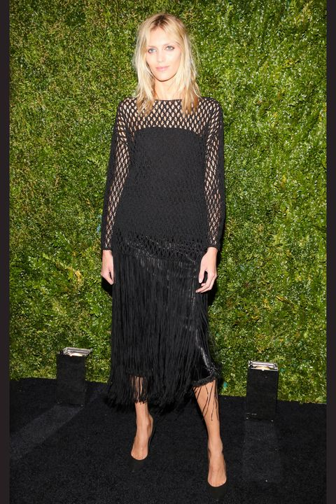 Shoulder, Joint, Style, Black, Street fashion, Waist, Day dress, Blond, One-piece garment, Foot,