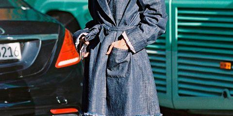Clothing, Vehicle registration plate, Outerwear, Automotive exterior, Style, Collar, Street fashion, Bag, Blazer, Fashion,