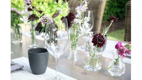 Serveware, Glass, Flower, Bouquet, Petal, Centrepiece, Dishware, Table, Purple, Drinkware,