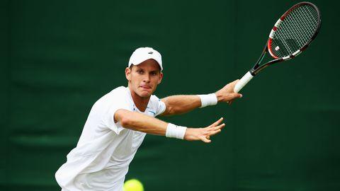 Clothing, Sports equipment, Sport venue, Finger, Daytime, Racketlon, Skin, Tennis racket, Elbow, Sportswear,