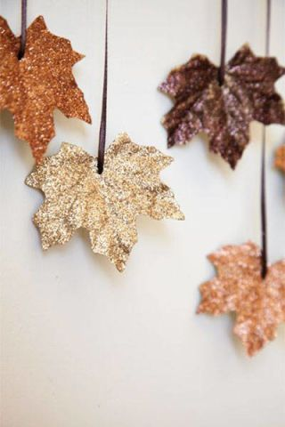 Brown, Leaf, Beige, Flowering plant, Earrings, Silver, Natural material, Soapberry family, Artificial flower,