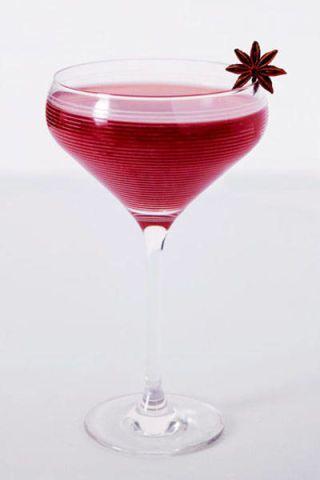 Liquid, Glass, Drinkware, Fluid, Stemware, Drink, Barware, Alcoholic beverage, Tableware, Cocktail,