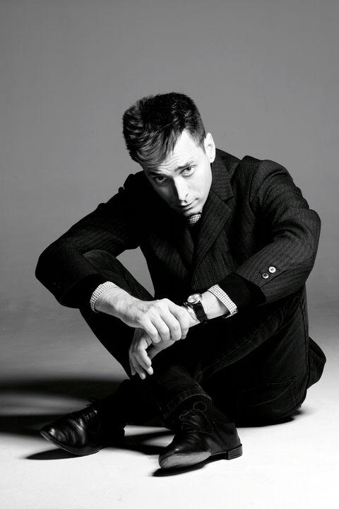 Leg, Shoe, Human body, Collar, Dress shirt, Sitting, Style, Formal wear, Blazer, Suit trousers,