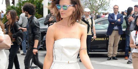 Clothing, Footwear, Leg, Trousers, Shoulder, Outerwear, Style, Dress, Street fashion, Street,