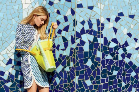 Pattern, Bag, Style, Street fashion, Beauty, Luggage and bags, Thigh, Electric blue, Shoulder bag, Model,