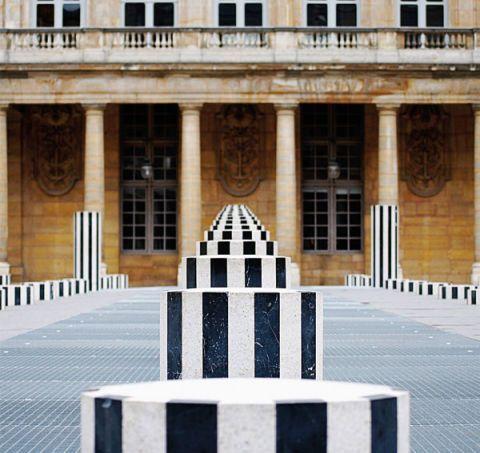 Facade, Line, Landmark, Parallel, Palace, Column, Symmetry, Door, Classical architecture, Arcade,