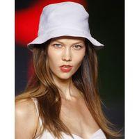 model wearing white hat
