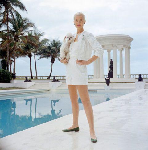 Clothing, Leg, Sleeve, Human body, Shoulder, Joint, Standing, Dress, Swimming pool, Waist,