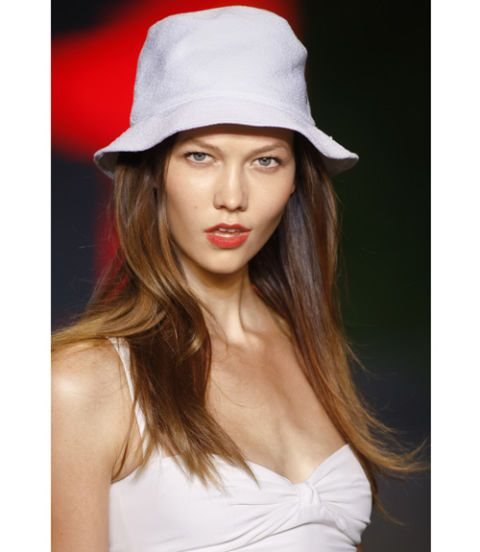 model wearing white hat