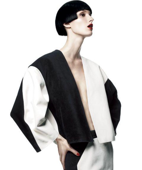 Hairstyle, Sleeve, Shoulder, Collar, Style, Black hair, Neck, Costume, Kimono, Fashion model,