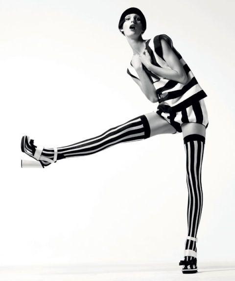 Human leg, Shoulder, Joint, White, Elbow, Style, Knee, Wrist, Neck, Black,