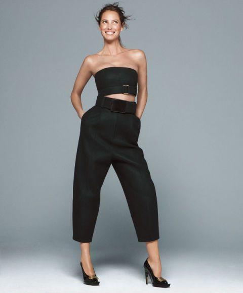 Strapless dress, Shoulder, Human leg, Standing, Joint, Waist, Style, Formal wear, Elbow, Fashion model,
