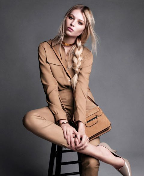 Hairstyle, Sleeve, Collar, Human leg, Coat, Shoulder, Joint, Outerwear, Sitting, Fashion model,