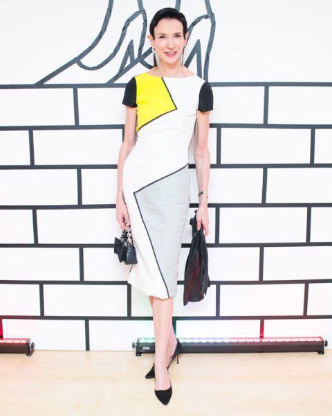 Shoulder, Joint, White, Bag, Style, Fashion accessory, Knee, Street fashion, Waist, Fashion,