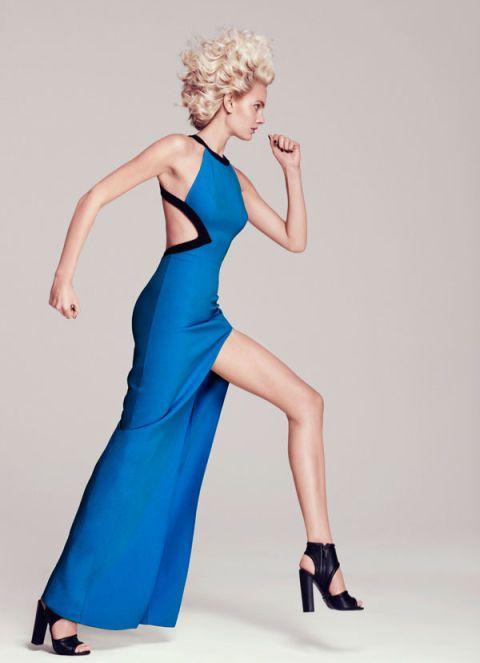 Finger, Shoulder, Human leg, Dress, Joint, Standing, Formal wear, One-piece garment, Style, Knee,