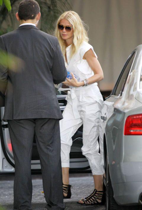 Eyewear, Automotive tail & brake light, Leg, Automotive design, Trousers, Shoe, Suit trousers, Sunglasses, Shirt, Outerwear,