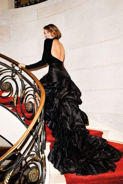 Dress, Formal wear, Fashion, Black, Gown, Fashion model, Long hair, Day dress, Model, Costume,