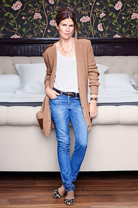 Clothing, Leg, Blue, Brown, Denim, Trousers, Human body, Jeans, Shoulder, Textile,