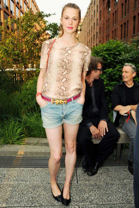 Clothing, Leg, Human body, Human leg, Outerwear, Denim, Jeans, Style, Shorts, Street fashion,