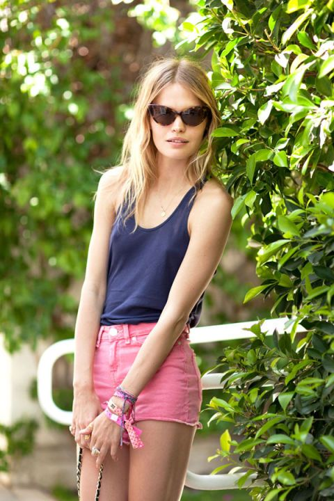 Clothing, Eyewear, Glasses, Vision care, Sunglasses, Shoulder, Summer, Fashion accessory, Waist, Street fashion,