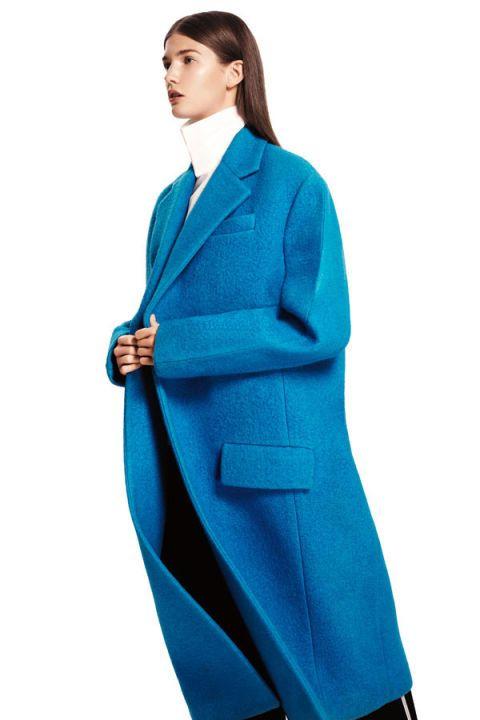 Collar, Sleeve, Human body, Coat, Shoulder, Standing, Formal wear, Uniform, Electric blue, Blazer,