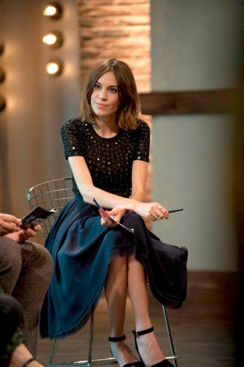 Leg, Shoe, Human leg, Sitting, Hand, Joint, Style, Fashion accessory, Knee, Fashion,
